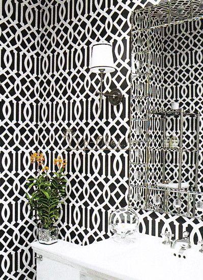 Чёрно белые обои в ванную комнату