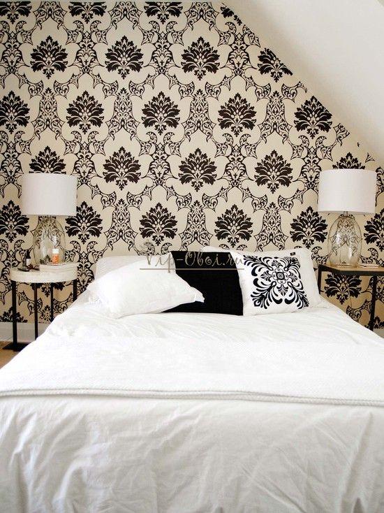 Чёрно-белые обои для спальни