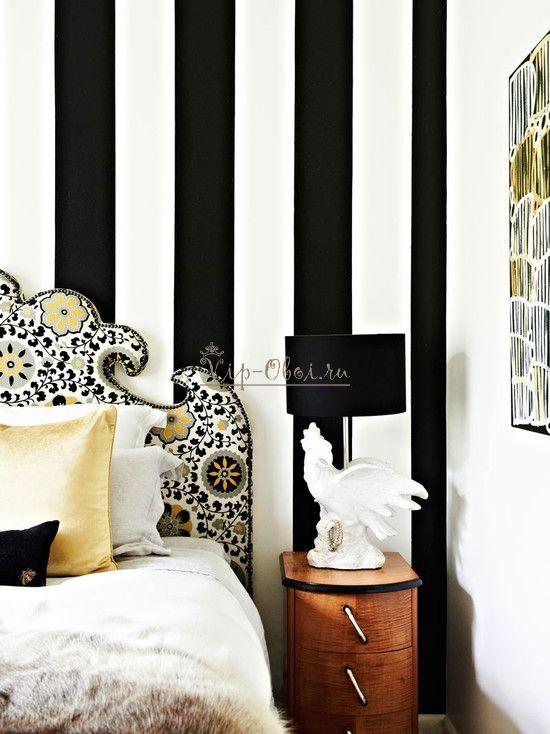 Чёрно-белые обои в полоску для спальни