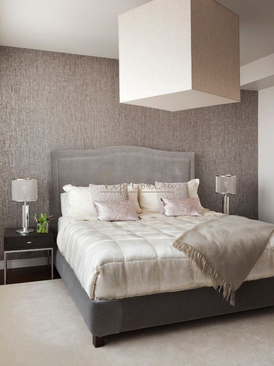 Серо-коричневые обои в интерьере спальни