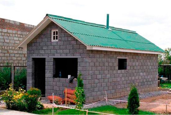 Как построить дом из шлакоблоков своими руками от фундамента до крыши
