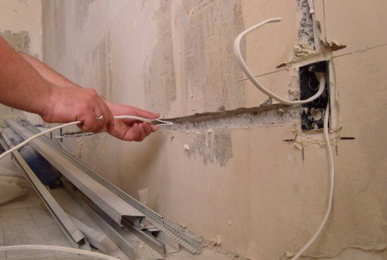 Замена электропроводки: фото