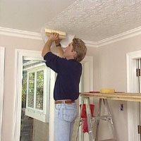 Как клеить обои на потолок: фото