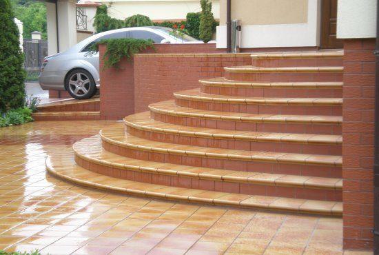 Нескользящий керамогранит для лестниц: фото
