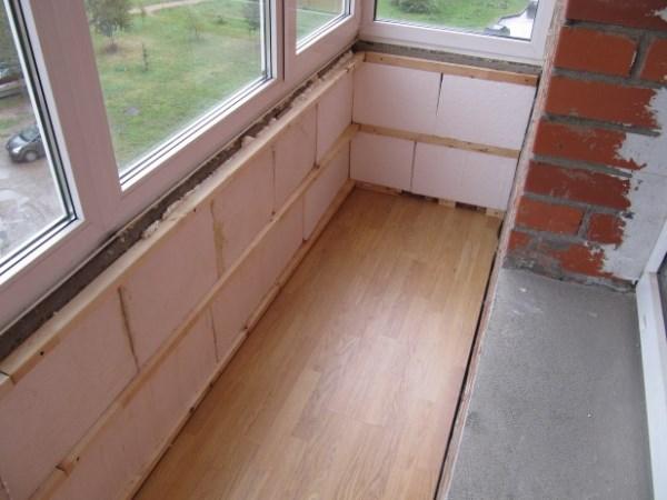 Доступные варианты утепления балкона.