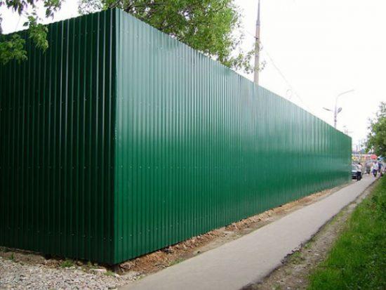 Забор из профнастила: фото