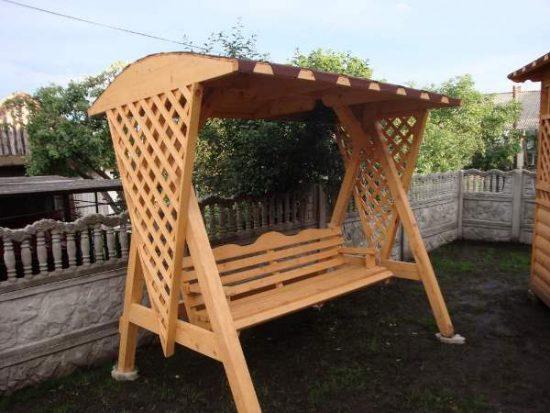 Деревянные садовые качели: фото