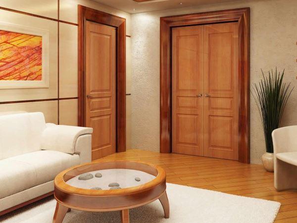 Деревянные двери в гостиной